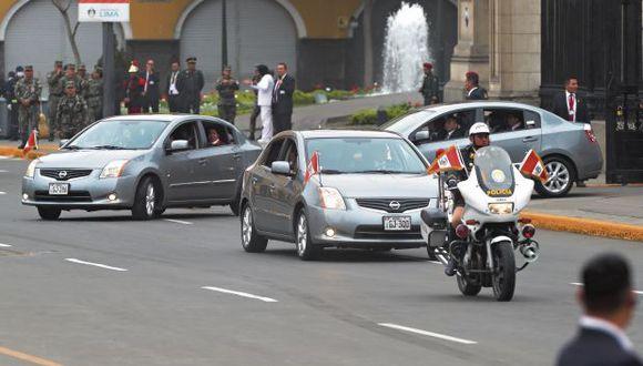 El resguardo a las autoridades está compuesto por vehículos (sedán o camionetas) que escoltan desde la parte posterior de la unidad, y de policías motorizados denominados 'liebres' en la parte frontal. (Foto: Alessandro Currarino/ GEC)