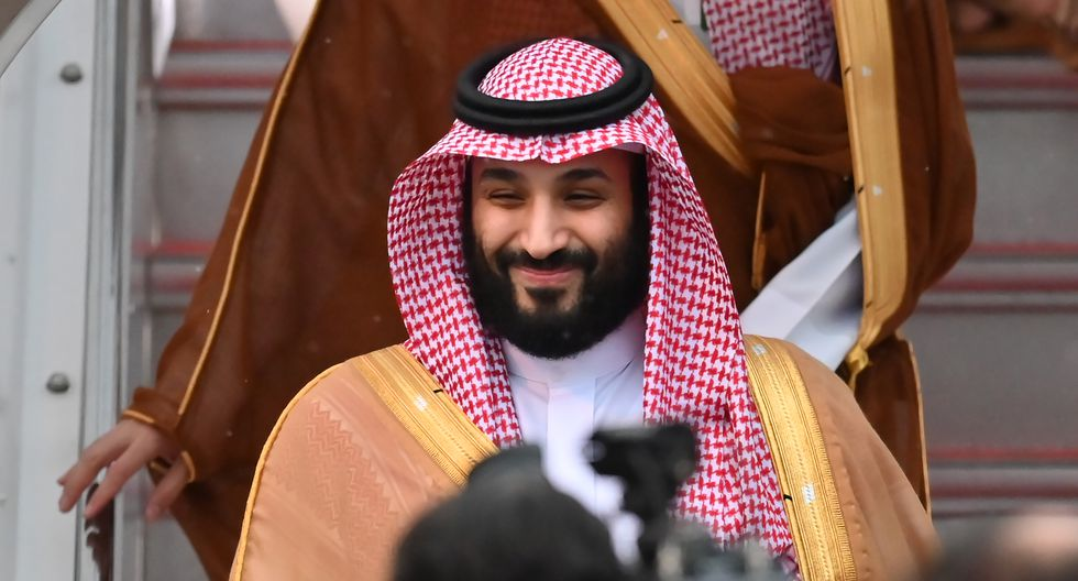 El príncipe heredero de Arabia Saudita, Mohammed bin Salman, llega al aeropuerto de Kansai en la ciudad de Izumisano. (Foto: AFP)