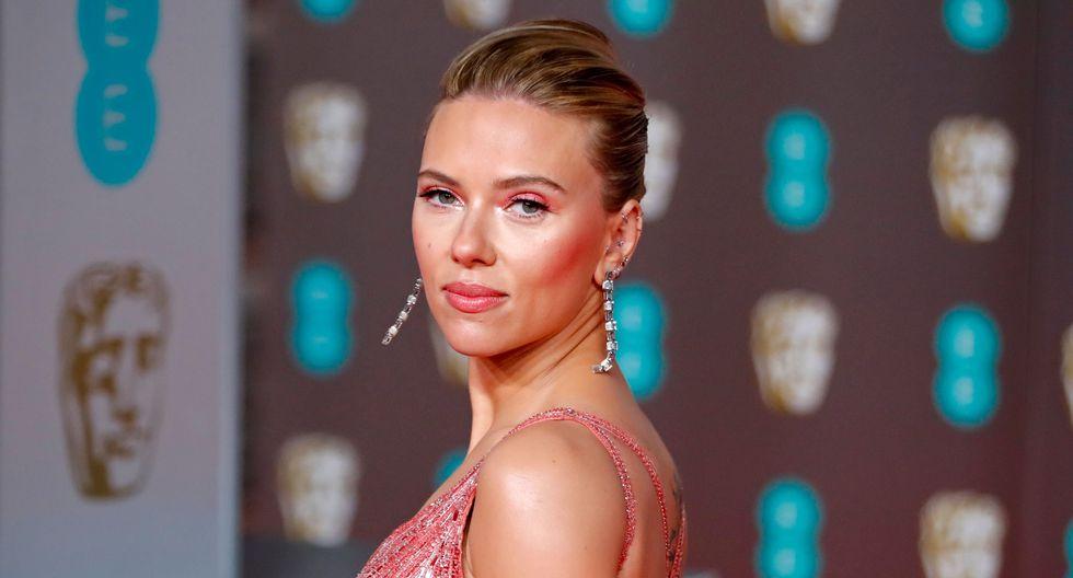 Charlize Theron y Scarlett Johansson, durante los premios BAFTA, celebrados en Londres. Foto: AFP