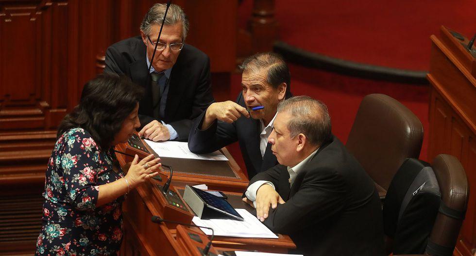 María Elena Foronda (izq.) denunció al congresista de Fuerza Popular, Héctor Becerril. (Foto: GEC)