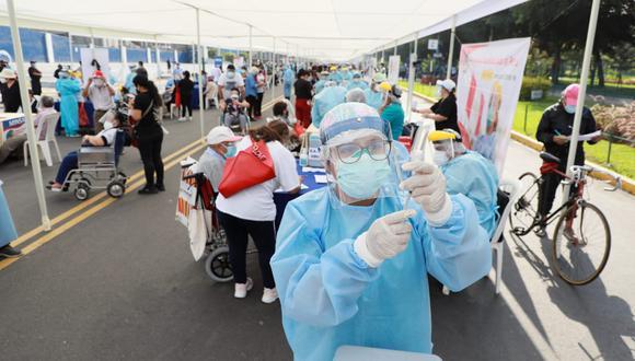 El Gobierno inició el 16 de abril, la nueva estrategia de vacunación contra el coronavirus (COVID-19), la cual está enfocada ahora en la territorialidad y un padrón unificado | Foto: Juan Ponce Valenzuela/@photo.gec
