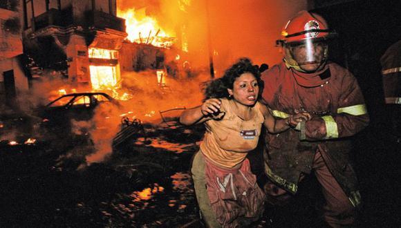 Una noche en el infierno. El fotógrafo Daniel Silva retrató el drama del incendio y sus imágenes estremecieron al país. Su trabajo esa noche le valió el Premio Courret.