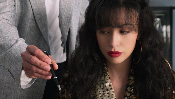 """Christian Serratos personifica a Selena Quintanilla en """"Selena, la serie"""". (Foto: Netflix)"""