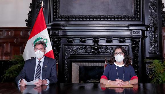 El presidente Francisco Sagasti y la presidenta del Consejo de Ministros (PCM) Violeta Bermúdez ofrecen un mensaje a la Nación, el 15 de febrero (Foto: Presidencia Perú).