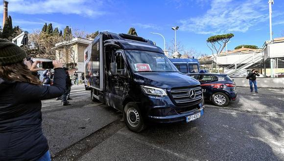 El primer lote de vacunas contra el coronavirus llega al Hospital Spallanzani de Roma, Italia. (EFE / EPA / RICCARDO ANTIMIANI).