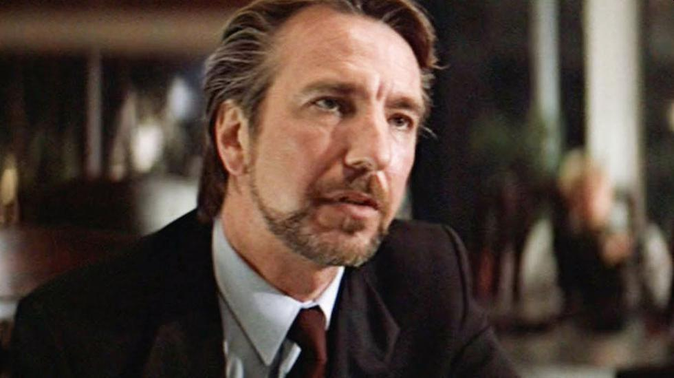 """As Hans Gruber, one of the best-known villains in the cinema, for the film """"Hard to Kill"""". His ruse was to pass for an international terrorist when he was nothing more than a robber and his performance - in a cast with Bruce Wilis - made him enter Hollywood without stops. (Photo: Screenshot)"""