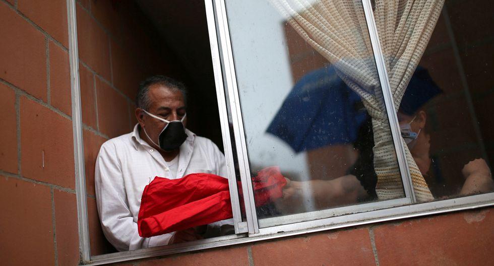 Las personas de bajos recursos en barrios pobres de Bogotá claman ayuda del gobierno ante la pandemia del coronavirus. (Foto: Reuters/Luisa Gonzalez)