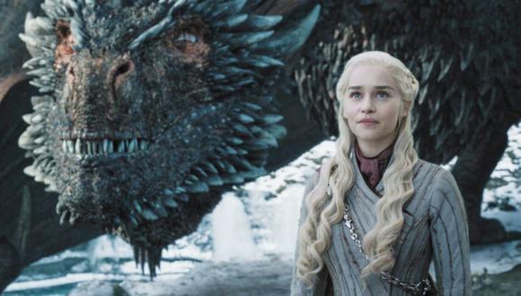 Drogon se suma en su tristeza y se lleva el cadáver de su madre muy lejos y a un lugar desconocido (Foto: HBO)