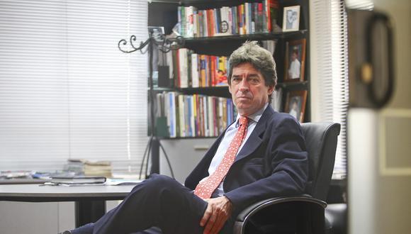FOTOS A FRITZ DU BOIS, ECONOMISTA Y DIRECTOR DEL DIARIO PERU 21.