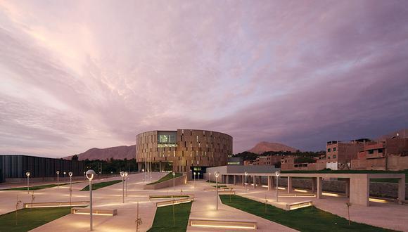 La sede del Gobierno regional de Moquegua, diseñada por los arquitectos peruanos Sandra Barclay y Jean Pierre Crousse. Foto: Cortesía.