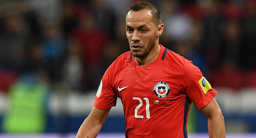 Marcelo Díaz ha sido un futbolista fundamental en la selección chilena. Sin embargo, sus último errores hicieron que quedara fuera de la nómina final de las Eliminatorias Rusia 2018. (Foto: AFP)