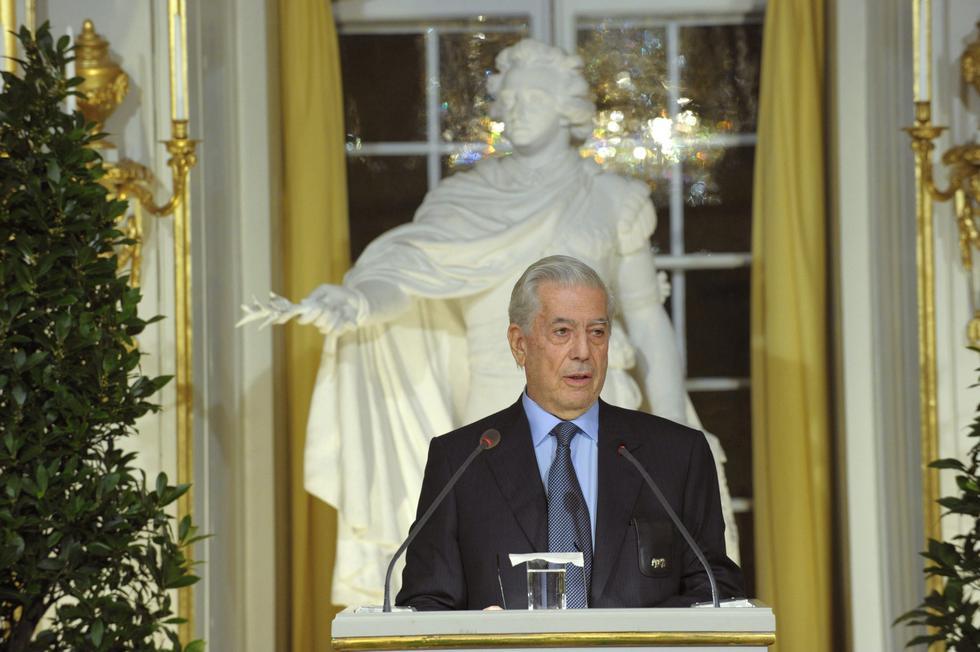 Este lunes 7 de octubre se cumplen 9 años desde que la Academia Sueca le otorgó el premio Nobel de Literatura al escritor peruano Mario Vargas Llosa. (Foto: Reuters)