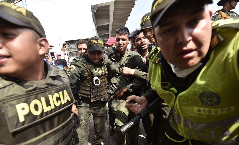 Desde el 23 de febrero (día en el que debía ingresar la ayuda humanitaria) y el final de mes, Colombia ha recibido a 567 integrantes de las fuerzas militares de Venezuela que desertaron según informaron fuentes oficiales. (AFP)