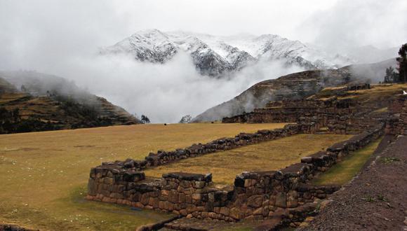 La especialista Stella Nair analizó en Chinchero cómo las tradiciones andinas continuaron y se adaptaron durante la ocupación española.