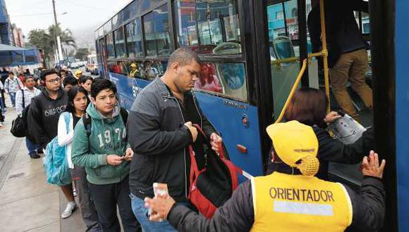 Unos 2 mil taxis colectivos invaden a diario el corredor azul