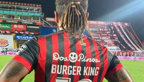 McDonald saltó al césped del estadio Alejandro Morera Soto de Alajuela sin su apellido en la espalda, junto al dorsal 19 que normalmente utiliza. (Foto: Difusión)