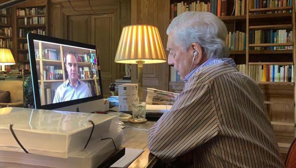 Premio Nobel de Literatura 2010, Mario Vargas Llosa, en entrevista con el periodista Raúl Tola para El Comercio. (Foto: Fiorella Battistini)