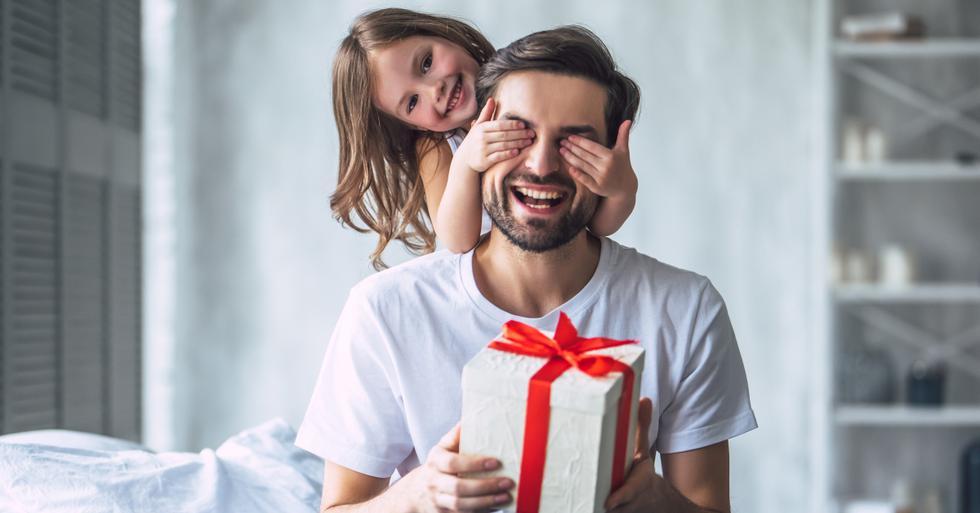¡Cada vez falta menos para el Día del Padre! Si aún no sabes qué regalarle a tu papá, aquí te dejamos algunas opciones que puedes pedir tranquilamente desde casa. Toma nota. (Foto: Shutterstock)