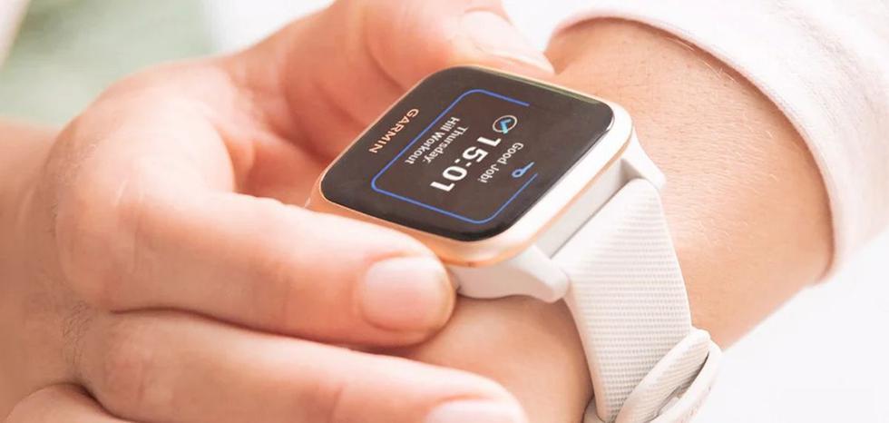 Un reloj inteligente que recuerda al Apple Watch, pero mantiene un diseño mucho más compacto.  Una de sus novedades internas es la medición de oxígeno en la sangre. (Foto: difusión)