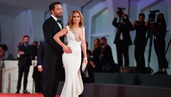Jennifer López y su impresionante look con el que se robó miradas en el Festival de Cine de Venecia. (Foto: Filippo MONTEFORTE / AFP).