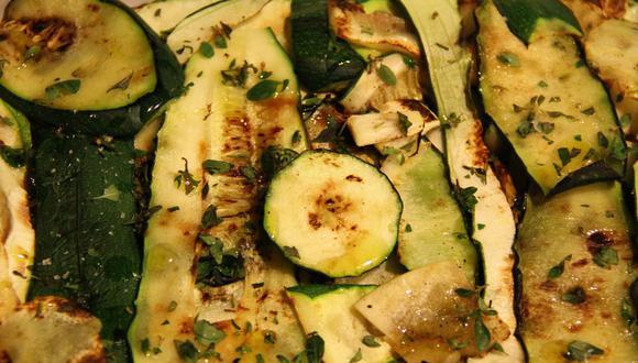Las calabacitas o zucchini son un gran acompañamiento para el pollo o carnes. (Foto: LaCamila / Pixabay)