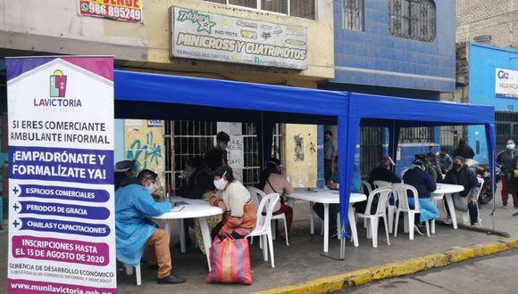 De acuerdo con el alcalde del distrito, George Forsyth, debido a la pandemia por el COVID-19 muchos negocios se paralizaron y esto llevó a que el comercio ambulatorio aumentara en esa jurisdicción. (Foto: Municipalidad de La Victoria)