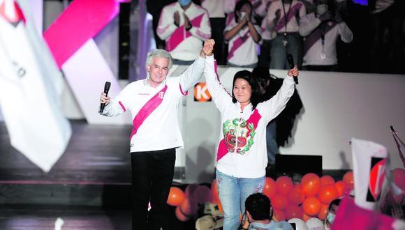 Álvaro Vargas Llosa y su padre, Mario Vargas Llosa, apoyaron públicamente a Keiko Fujimori en la segunda vuelta de las Elecciones 2021. (Foto: Archivo El Comercio)