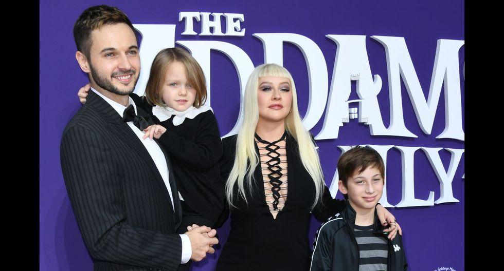 """""""The Addams Family"""": Charlize Theron, Chloe Grace Moretz y Karol G se lucen en la premiere"""