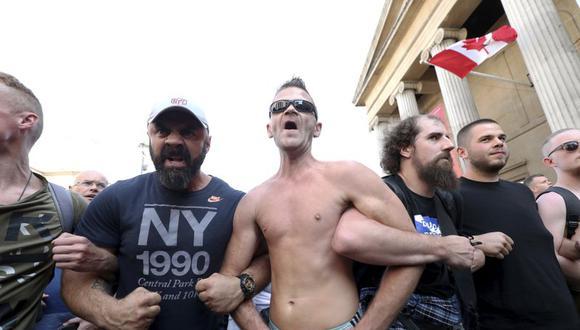 """Manifestantes participan en la manifestación """"Resistir y actuar por la libertad"""" contra restricciones más estrictas para frenar la pandemia del coronavirus, en la plaza Trafalgar de Londres, el sábado 19 de septiembre de 2020. (Yui Mok/PA vía AP)."""