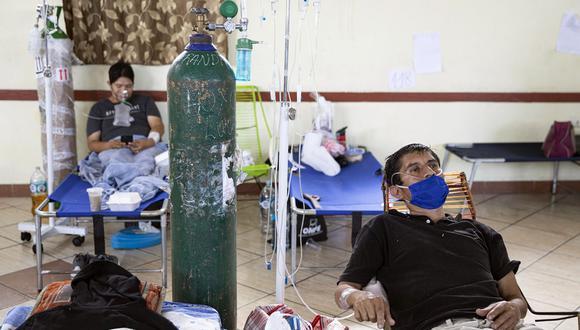 El oxígeno medicinal escasea no sólo en el norte y la selva, sino también en el sur del pais. (Foto por Ginebra Peña / AFP).