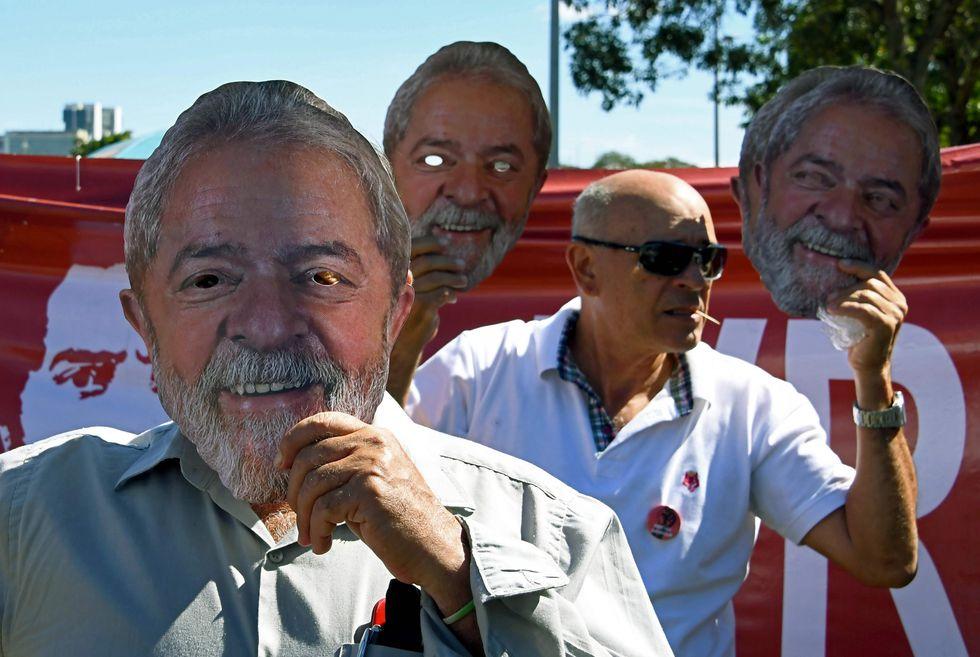 Los simpatizantes de Lula da Silva exigen su puesta en libertad. (AFP).
