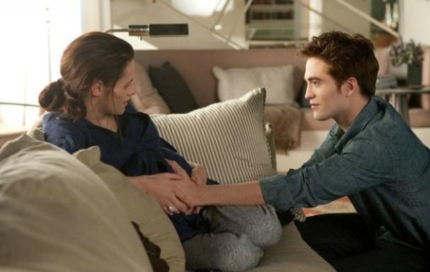 "Edward impregnates Bella in ""Crepúsculo (Foto: Summit Entertainment)"