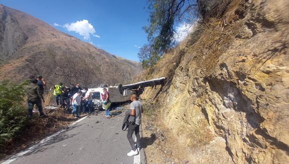 Agentes policiales de Apurímac y bomberos voluntarios de Cusco acudieron para rescatar a los heridos y recuperar los cadáveres. (Foto: PNP)