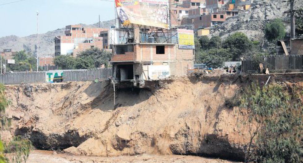 Unas 10 casas de Campoy a punto de caer al río Rímac