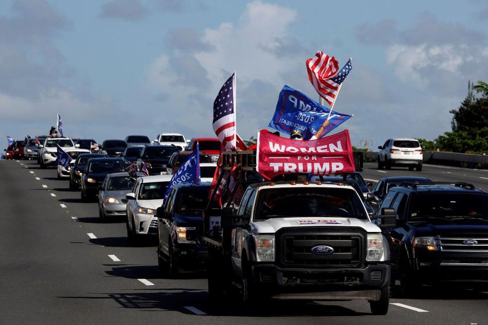 El grupo Puerto Ricans for Trump participa en una caravana en apoyo a Donald Trump, en San Juan. (EFE/Thais Llorca).