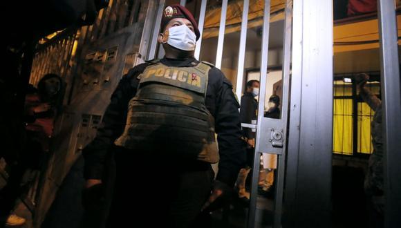 Los investigados son acusados por cobrar a pacientes COVID-19 para conseguir una cama UCI. (Foto: GEC)