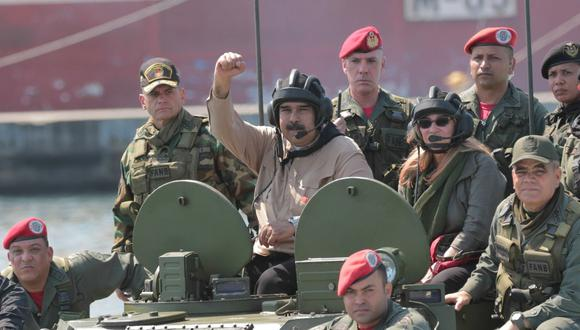 Venezuela: ¿Nicolás Maduro se desmayó en un tanque militar? (Reuters).