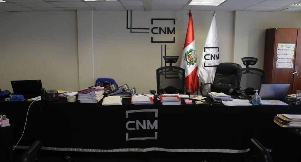 La sala de audiencias donde los candidatos eran entrevistados hoy es ocupada por personal de la Contraloría. (Foto: Alonso Chero/ El Comercio)