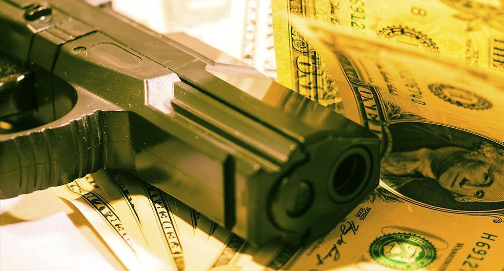 Hombre asalta un banco y se molesta con el cajero por darle más dinero del que había pedido . (Pixabay)