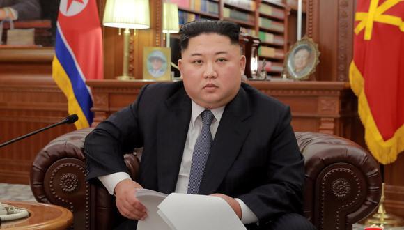 El líder norcoreano Kim Jong-un posa para las fotógrafos en Pyongyang, el 1 de enero de 2019. (KCNA/REUTERS).