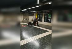 """""""Pero qué haces"""": el video viral de dos vigilantes del Metro de Barcelona que protagonizaron una extraña pelea"""