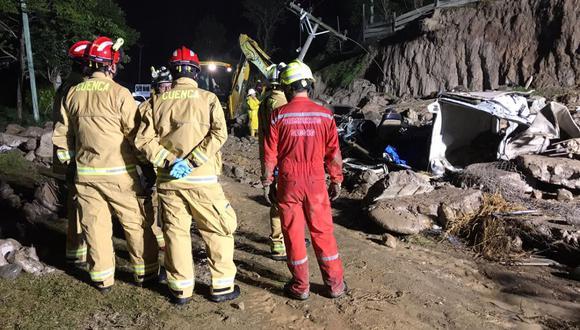 Caída de muro de contención deja al menos cinco fallecidos y cuatro heridos en Ecuador. (@ECU911).