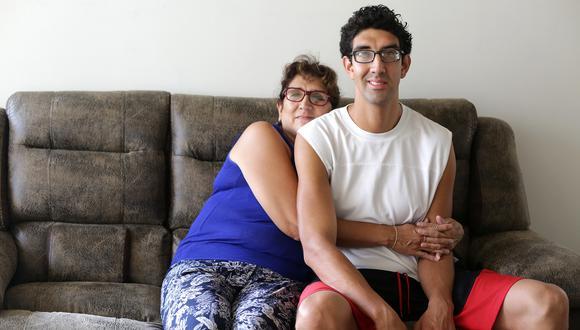 Marita Waters y su hijo Jean Paul sufren del síndrome de Marfan, considerado una enfermedad rara. Este síndrome causa problemas serios a la vista, corazón, ligamentos y huesos.