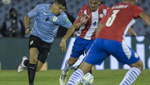 El uruguayo Luis Suárez tuvo una ocasión clara de gol para abrir el marcador, pero su remate salió desviado. (Foto: AFP)