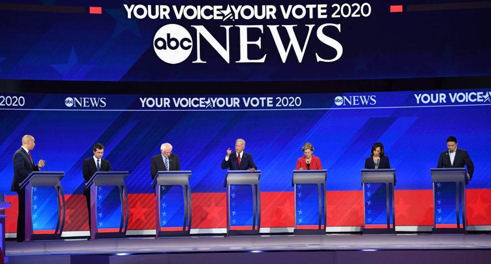 """En esta ronda de debates, participaron tres de los precandidatos """"estrella"""": Bernie Sanders (izquierda), el exvicepresidente Joe Biden (centro) y Elizabeth Warren. (Foto: Getty Images, vía BBC Mundo)."""