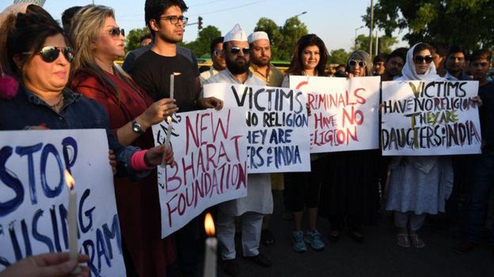 Vigilia en Delhi, capital de India, en protesta por la violación y asesinato de la niña de ocho años.