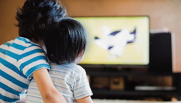 El proyecto de ley aprobado en comisión en el Congreso busca promover contenido cultural y educativo en el horario familiar televisivo. (Getty Images)