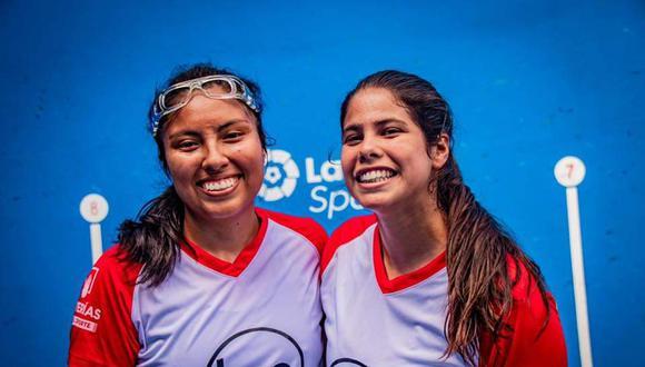 Nathaly Paredes y Mia Rodríguez consiguieron la primera medalla en una Copa del Mundo de frontenis para el Perú | Foto: Copa del Mundo