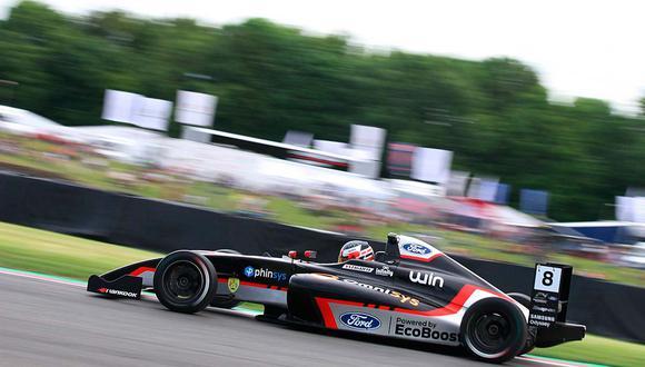 Matias Zagazeta volvió a lograr podio en la Fórmula 4 Británica | Foto: ITEA Comunicaciones.