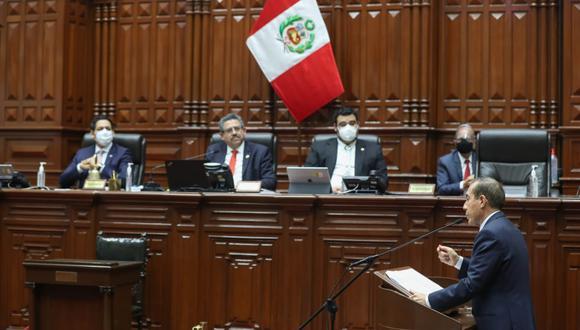 Martos, provinciano cajamarquino y militar, sí fue humilde, pero para buscar el abrazo del Congreso. (Foto: PCM)